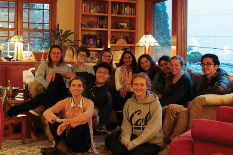 Picture of Integrative Biology 190 students and Professor Leslea Hlusko